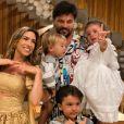 Patricia Abravanel fez balanço de 2020 ao postar foto com o marido, Fabio Faria, e os filhos, Pedro, Jane e Senor