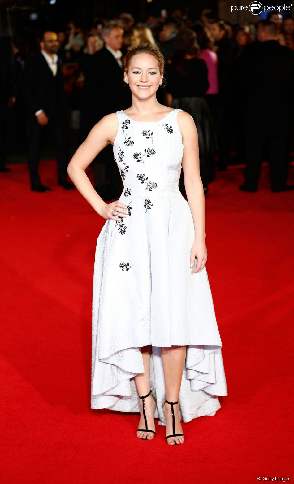 1b386d456d2 Jennifer Lawrence veste Christian Dior para lançar  Jogos Vorazes  em  Londres