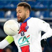 Neymar anuncia pausa no futebol por lesão e lamenta críticas: 'Isso me entristece'
