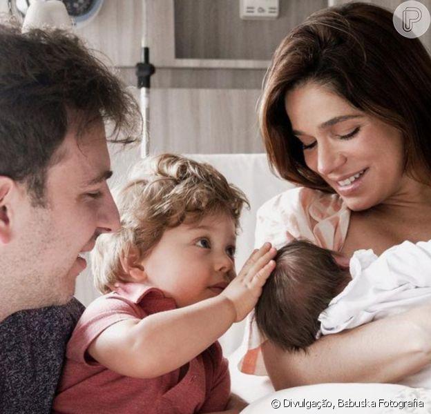 Sabrina Petraglia explicou como se divide entre os dois filhos, Gael (1 ano) e Maya (de quase 2 meses)