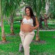 Simone está grávida de 9 meses