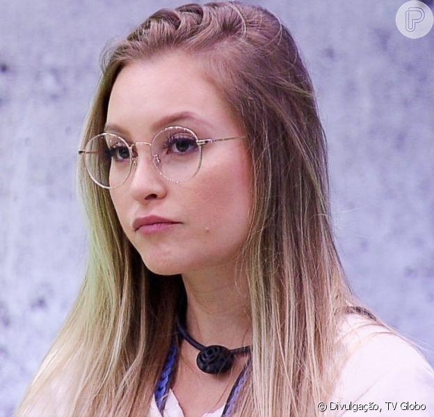 Ex-namorada de Arthur se manifesta contra críticas ao brother no 'BBB21' e web nota semelhança com Carla Diaz