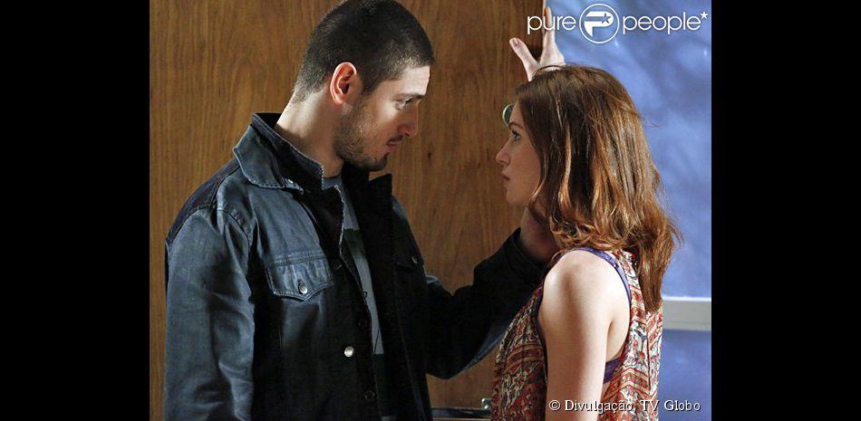 João Lucas (Daniel Rocha) encontra Maria Isis (Marina Ruy Barbosa) na empresa e pede a permissão dela para se casar com Du (Josie Pessoa), em 'Império', em novembro de 2014