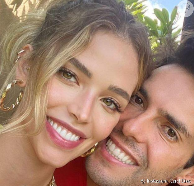 Filha de Carol Dias e Kaká roubou a cena por expressão em foto com os pais