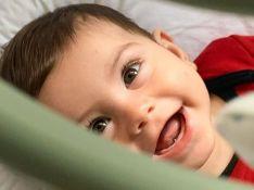 Filho de Sthefany Brito aparece sorridente em foto e Thais Fersoza elogia: 'Risada gostosa!'
