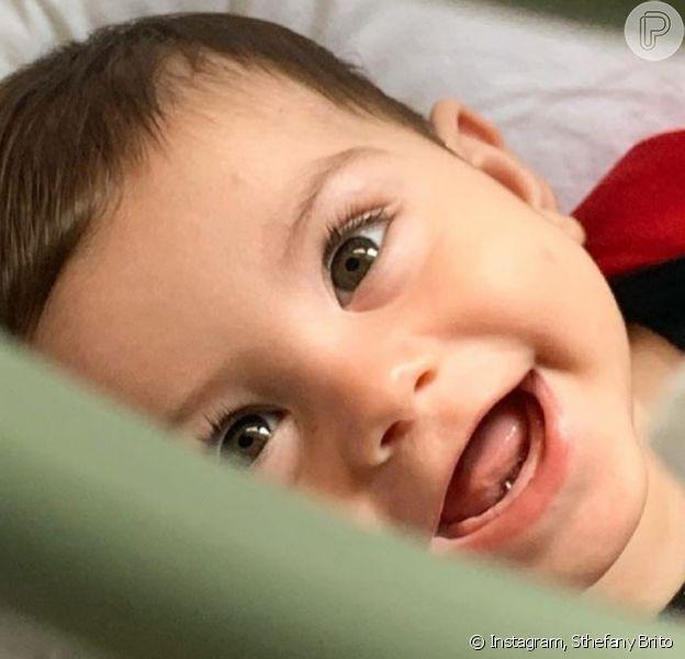 Filho de Sthefany Brito, Antonio Enrico, roubou a cena ao aparecer sorridente em foto: 'Risada mais gostosa!'