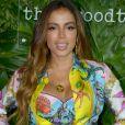 Anitta usou t op brallet de seda, de R$ 5.300, e minissaia de R$ 4.100