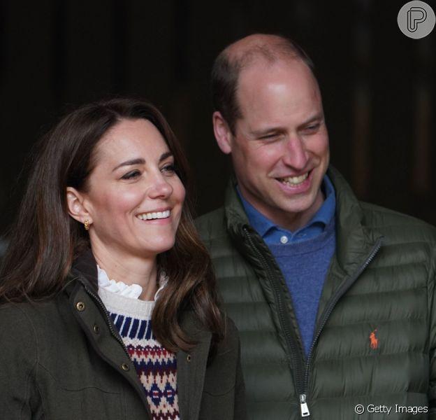 Kate Middleton combina look de frio com os 3 filhos em vídeo especial por bodas. Confira!