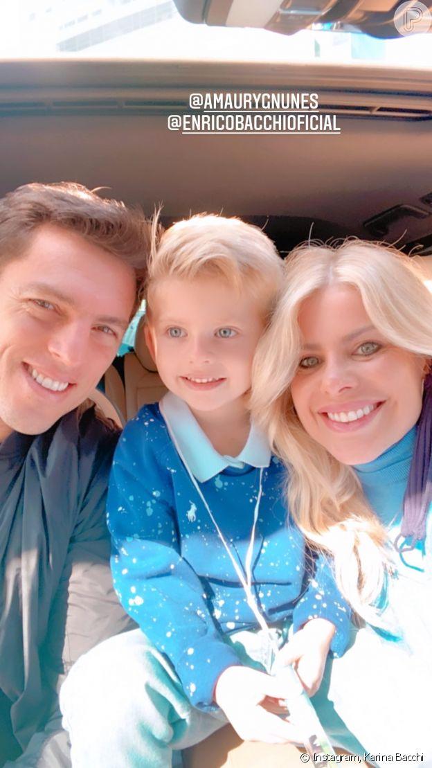 Karina Bacchi passeia com filho e marido após anúncio de crise no casamento