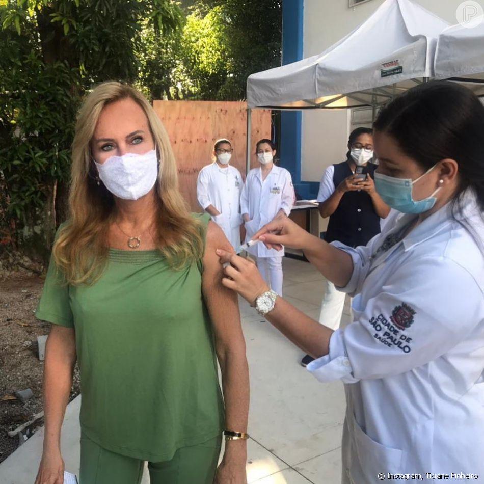 Helô Pinheiro, aos 75 anos, já havia impressionado por idae em foto ao tomar primeira dose da vacina contra o coronavírus