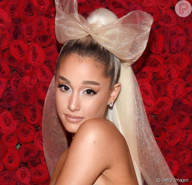 Ariana Grande se casa com Dalton Gomez em cerimônia intimista em sua casa, na Califórnia, em 15 de maio de 2021