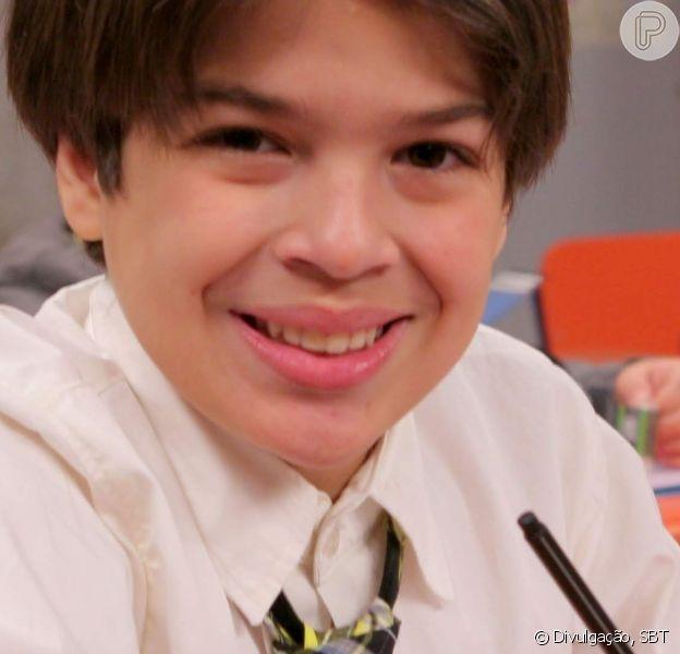 Lucas Santos, Paulo de 'Carrossel', surgiu beijando a namorada em clipe
