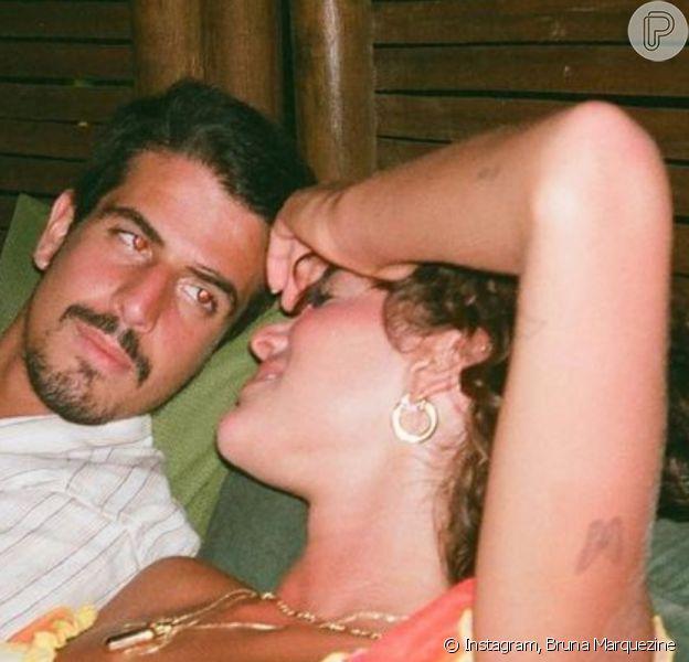 Bruna Marquezine movimentou a web ao postar foto de dois fósforos queimados; simpatia aponta para casamento