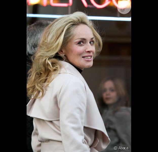 Sharon Stone completa 55 anos com corpo enxuto, loira e sorrisão. Parabéns!