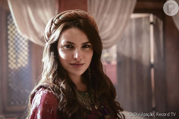 Novela 'Gênesis': Raquel (Thais Melchior) vai se tornar a 2ª mulher de Jacó (Miguel Coelho), casado com a irmã dela, Lia (Michelle Batista)