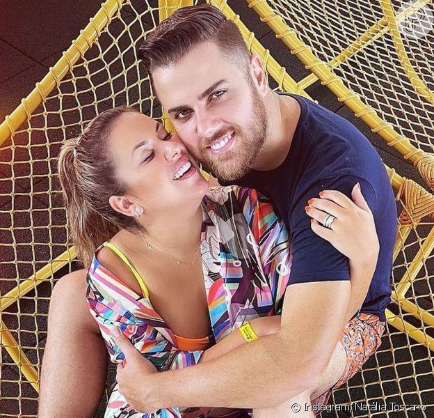 Zé Neto e Natália Toscano se divertiram com uma situação inusitada durante um passeio do casal