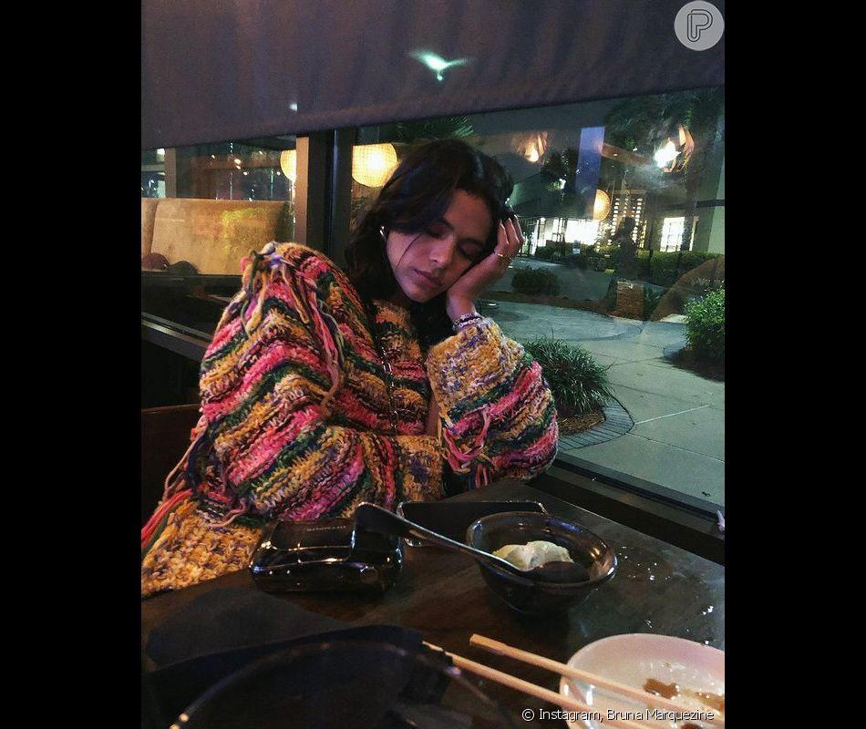 Bruna Marquezine também gosta de comer - e dormir