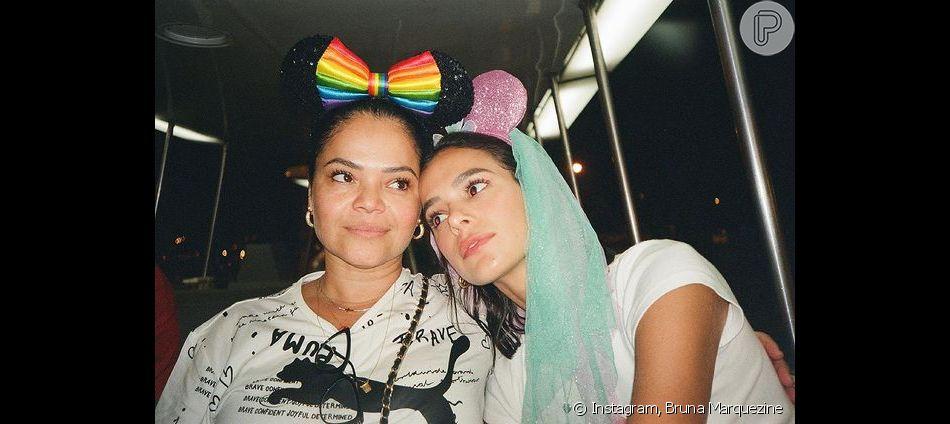 Bruna Marquezine também tem foto com a mãe