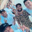 Neymar e Bruna Biancardi posaram juntos em encontro que reuniu amigos dele e sua ex Carol Dantas