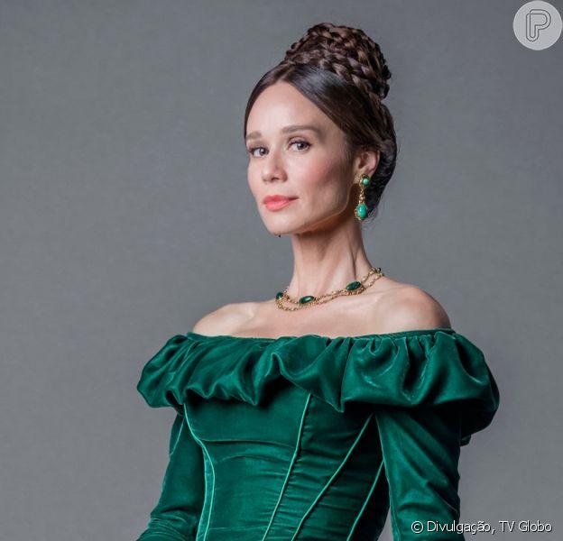 Na novela 'Nos Tempos do Imperador', Dom Pedro II (Selton Mello) se declara à amante, Luísa (Mariana Ximenes), para impedi-la de deixar o país
