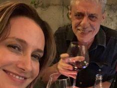 Casamento de Chico Buarque, de 77 anos, com Carol Proner vaza na web e fãs vibram: 'Sorte'