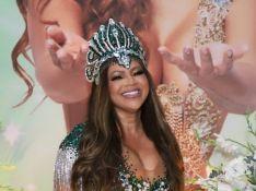 Mãe de Lexa usa vestido decotado, com 15 mil cristais e de R$ 8 mil em festa. Fotos!
