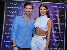 Ao lado de Mariano, Jakelyne Oliveira encontra com o ex Henri Castelli em evento de SP
