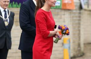 Kate Middleton usa vestidinho largo para esconder barriga de grávida, em evento