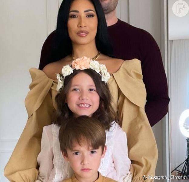 Filhos de Simaria, Pawel, de 6 anos, e Giovanna, de 9, pintaram o cabelo de azul
