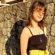 Look de Klara Castanho: calça da cintura alta e blusa preta