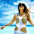 Look com animal print e recortes em moda praia de Cleo