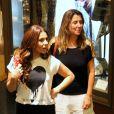 Giovanna Antonelli leva apenas carteira e celular pára passeio em shopping