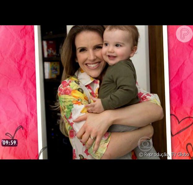 Mariana Ferrão mostra o filho, Miguel, de 1 ano, durante o programa 'Mais Você'