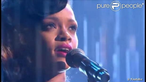 Rihanna se emociona ao cantar 'Diamonds' no 'The X Factor'; assista ao ...
