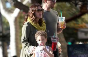 Drew Barrymore e o marido viram babá por um dia e brincam com crianças nos EUA