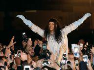 Rihanna grava editorial nas ruas de Paris e causa alvoroço com fãs: 'Obrigada'