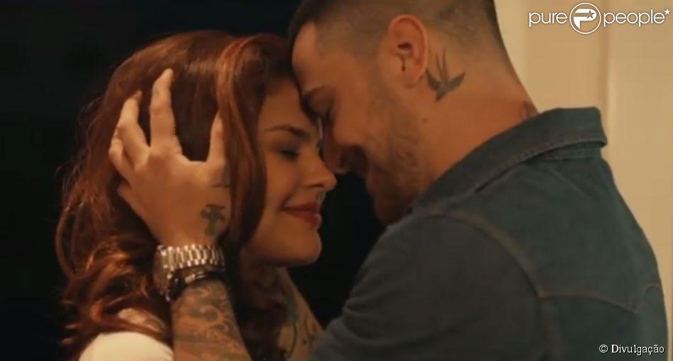 Paloma Bernardi e Felipe Titto vivem par romântico em clipe da Banda Vegas