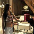 Sandra (Isis Valverde) questiona Carlota (Giulia Gam) sobre o Corvo, em 'Boogie Oogie'