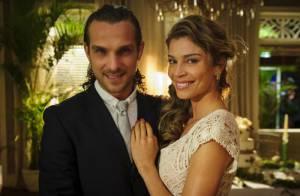 'Flor do Caribe': Ester (Grazi Massafera) e Alberto (Igor Rickli) se casam