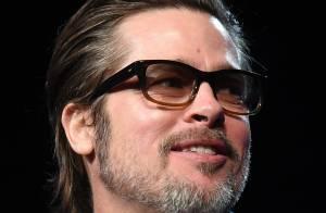 Brad Pitt aparece com as unhas coloridas durante evento nos Estados Unidos
