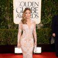 Jennifer Lopez apostou em um vestido nude com aplicações de paetês da grife Zuhair Murad no Globo de Ouro 2013. Um espetáculo!