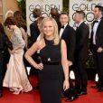 Amy Poehler usou um discreto vestido preto da grife Stella McCartney no Globo de Ouro 2014