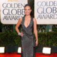 O decote ousado do vestido Gucci usado por Olivia Wilde no Globo de Ouro 2010 também chamou a atenção no tapete vermelho
