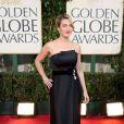 Kate Winslet não elaborou muito seu look para o Globo de Ouro 2009, mas mandou bem ao escolher este longo tomara-que-caia Yves Saint Laurent. Para compor, ela optou por joias Chopard
