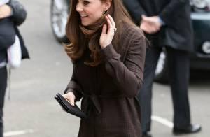 Kate Middleton, grávida, usa vestido de R$ 200 e peça esgota em loja