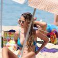 Yasmin Brunet exibe sua boa forma quando vai à praia