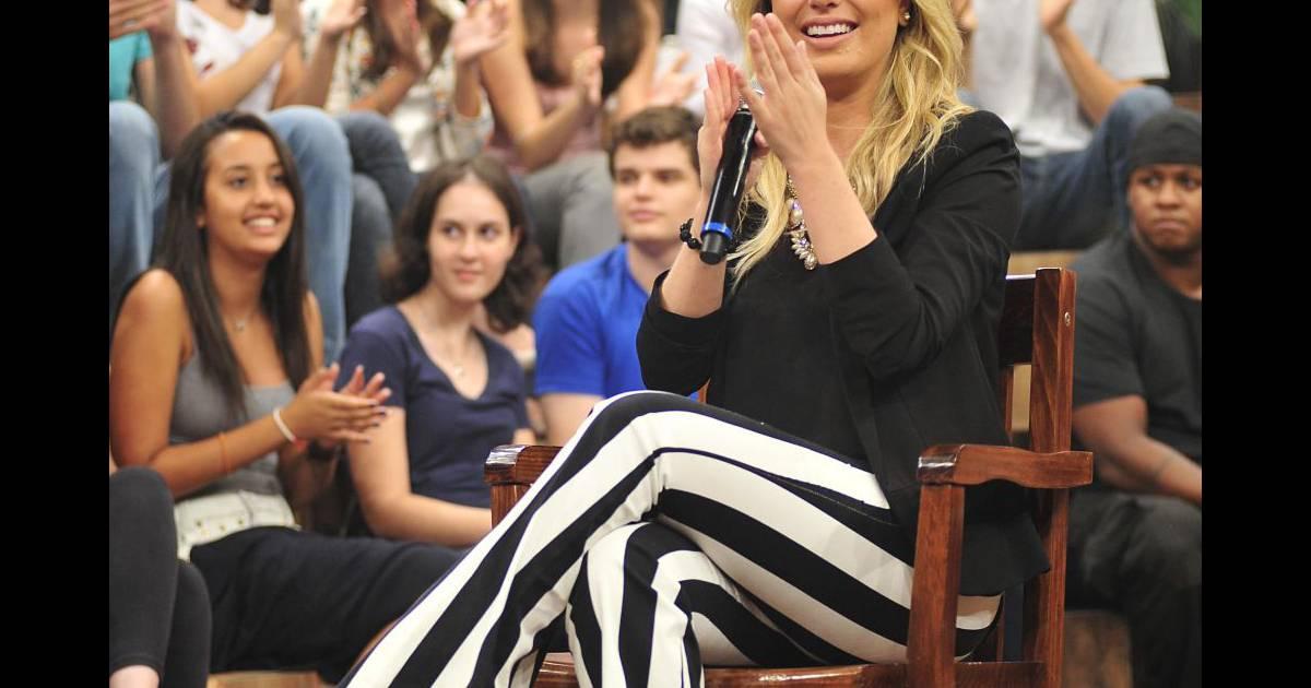 ac8005f14e Moda das celebridades  veja as famosas que adotaram as listras em preto e  branco - Purepeople