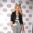 Rita Ora usou uma calça listada no lançamento da coleção da C&A, em março de 2013