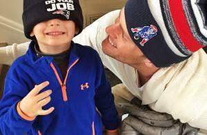 Gisele Bündchen mostra o filho com o marido, Tom Brady, prontos para passeata