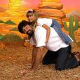 Na música 'Pônei', do DVD 'Xuxa Só para Baixinhos', Sasha montou em cima de seu pai, Luciano Szafir